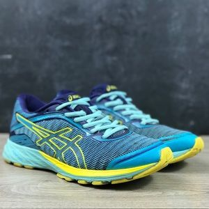 Woman's ASICS DynaFlyte Running Sneakers